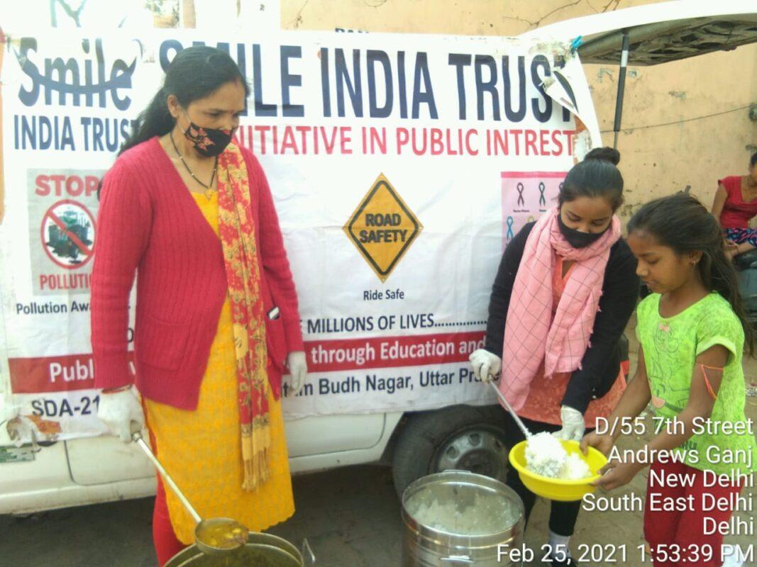 smileindiatrust-food-distribution