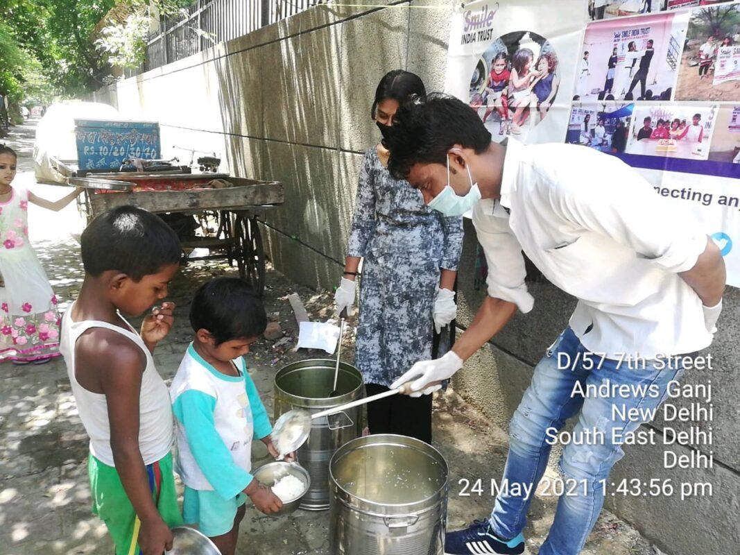 Smile-India-Trust-Food-Distribution